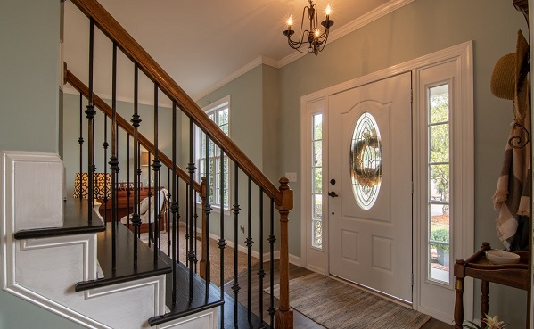 Home with front door sidelights replacement